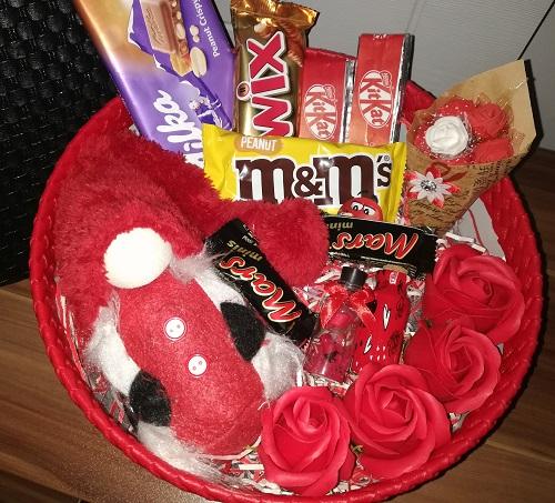 باکس هدیه شماره 13 - لی لی پوت و شکلات