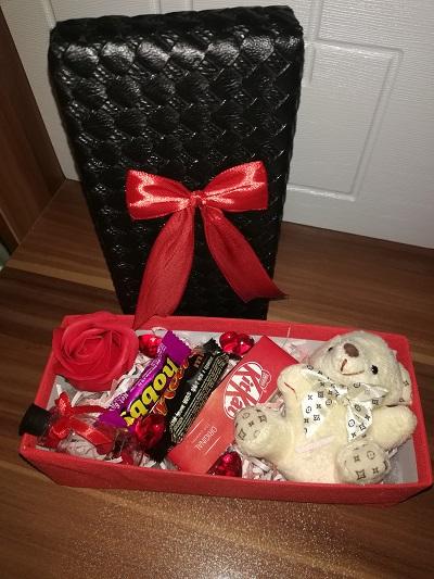 باکس هدیه شماره 14 - اقتصادی خرس و شکلات