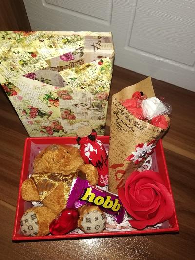 باکس هدیه شماره 15 - اقتصادی خرس و شکلات