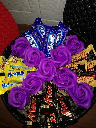 باکس هدیه شماره 17 - گل و شکلات