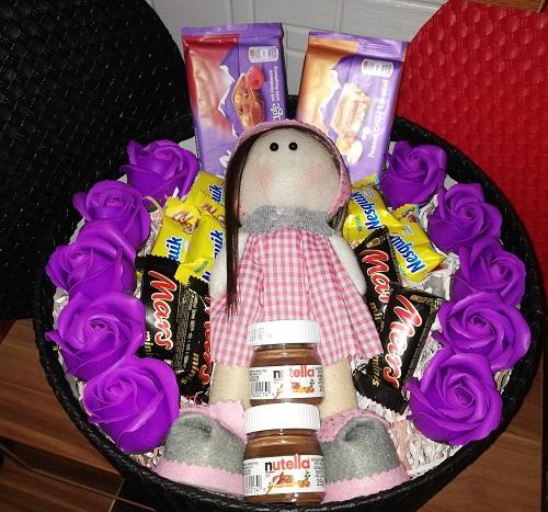 باکس هدیه شماره 8 - لاکچری عروسک روس و شکلات