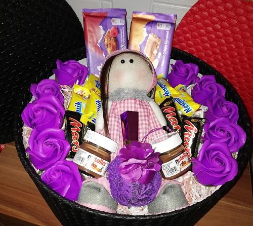 باکس هدیه شماره 9 - لاکچری عروسک روس و شکلات + ادکلن